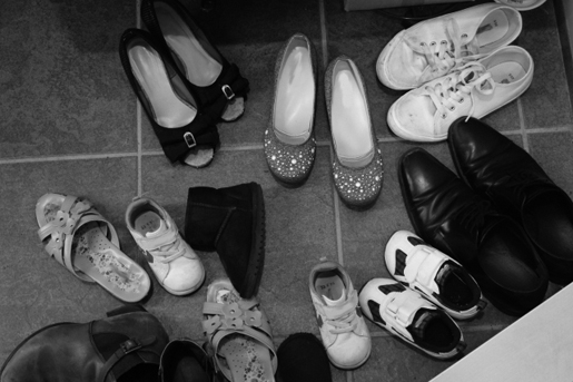 収納場所がなくて靴とかで玄関いっぱい